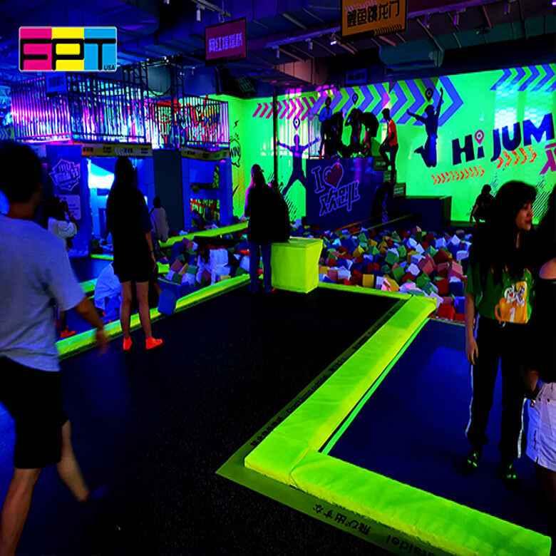 蹦床公园荧光派对活动