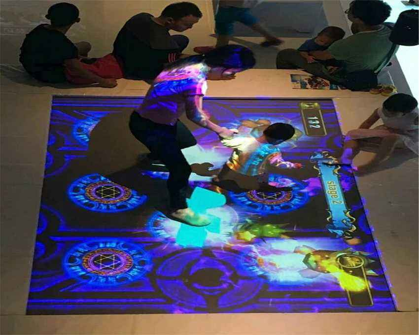 互动投影蹦床玩法