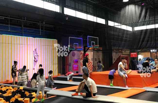 徐州梦幻蹦床公园蹦床黏黏墙