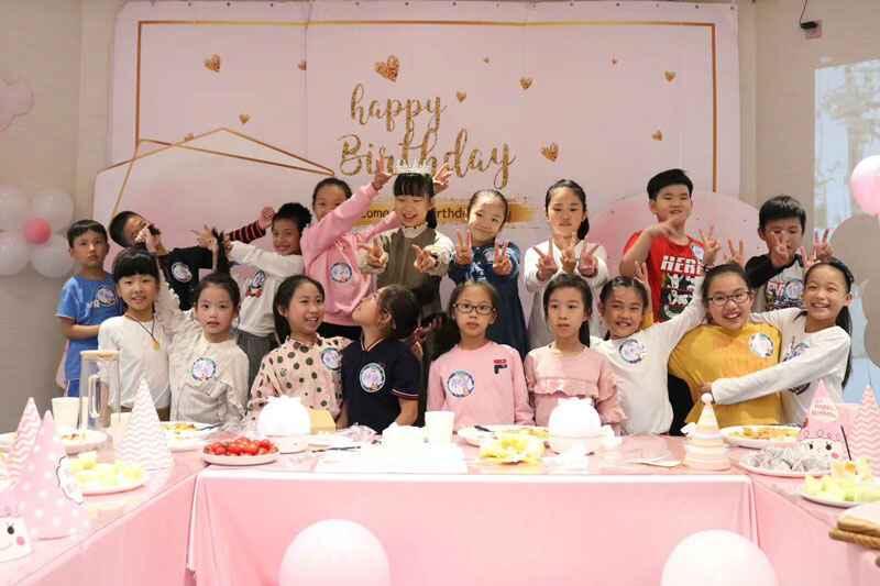 蹦床馆集体生日派对