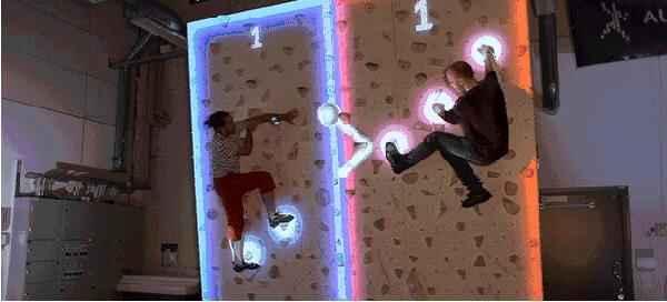 互动攀岩踢球
