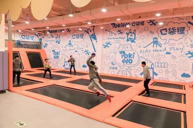 蹦床公园亲子互动游戏-躲避球