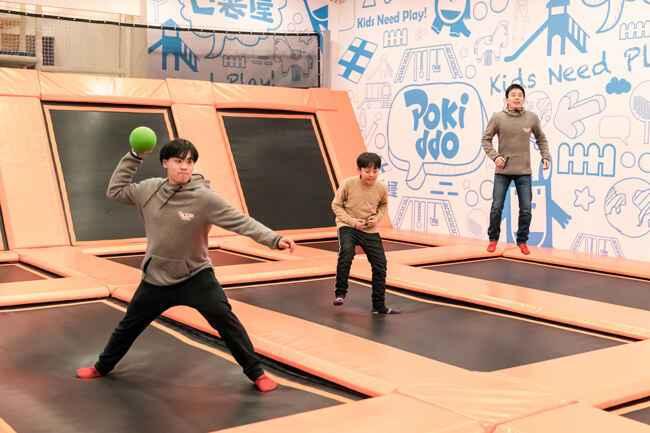 蹦床公园互动游戏-躲避球
