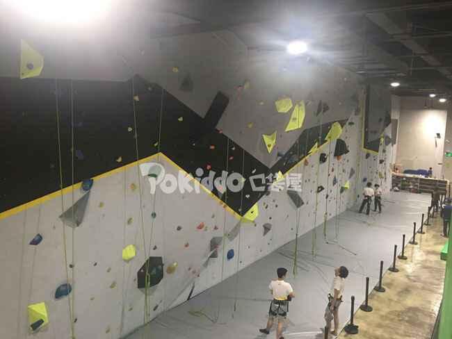 室内儿童攀岩墙体设备