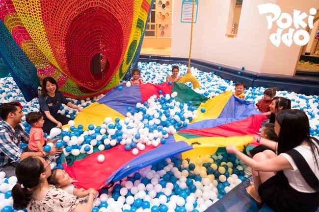 室内儿童蹦床公园