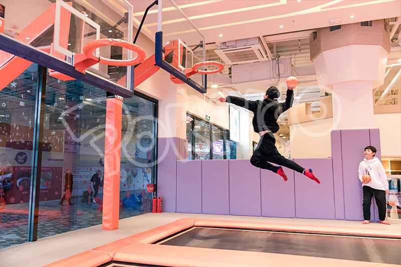 蹦床篮球灌篮运动