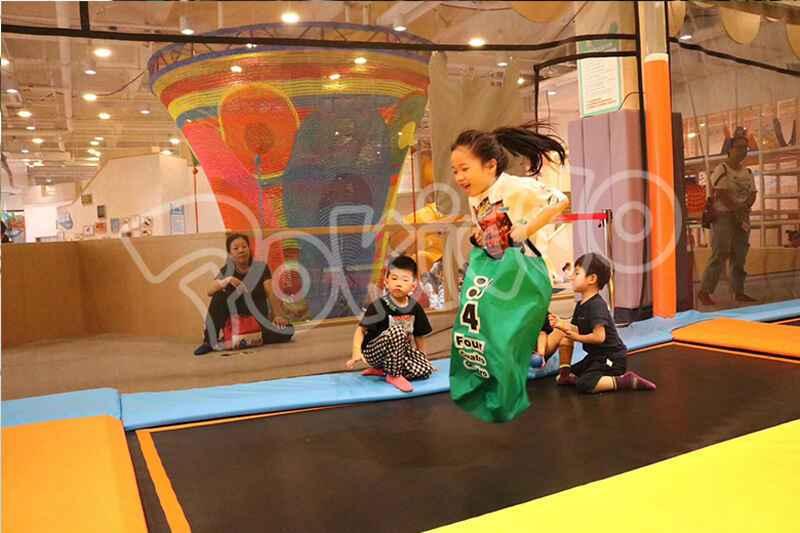 蹦床馆儿童体适能运动活动