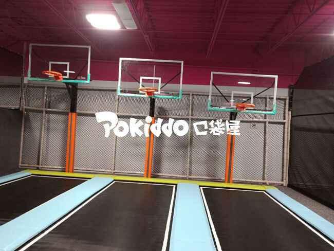蹦床篮球灌篮区