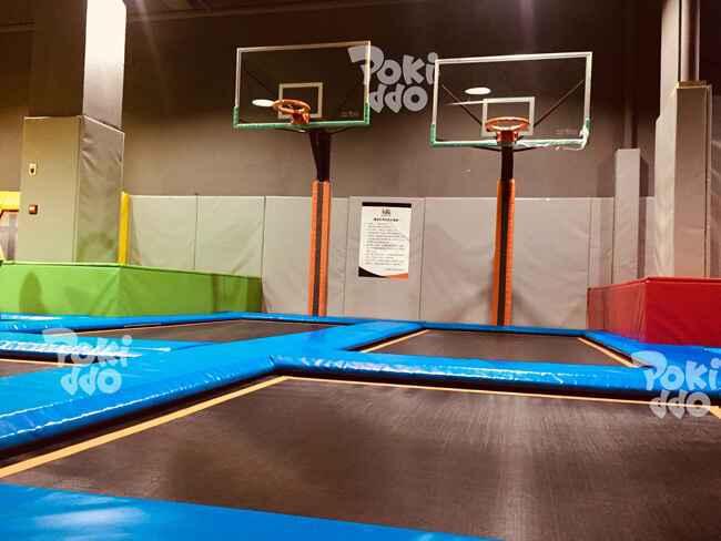 蹦时代蹦床主题公园篮球灌篮区