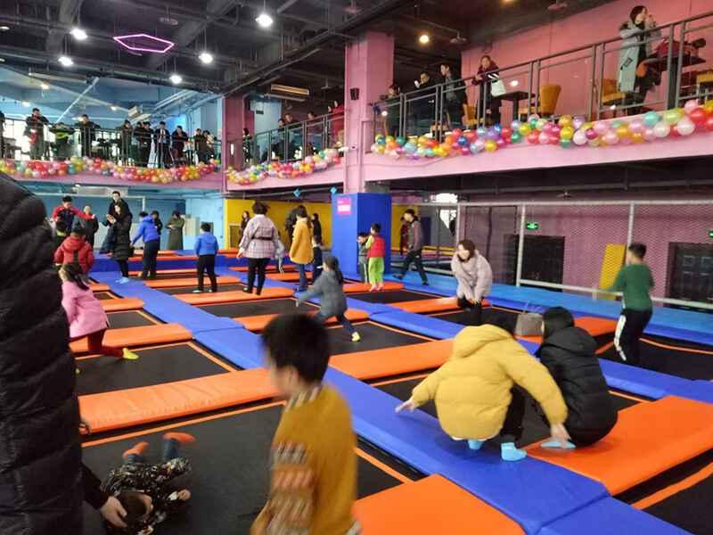重庆欢乐蹦床馆开业当天