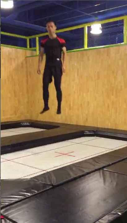 口袋屋蹦床教练表演秀