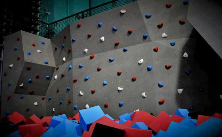 TIGERling国际运动馆攀岩墙.jpg
