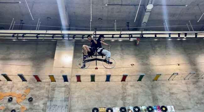 高空自行车.jpg