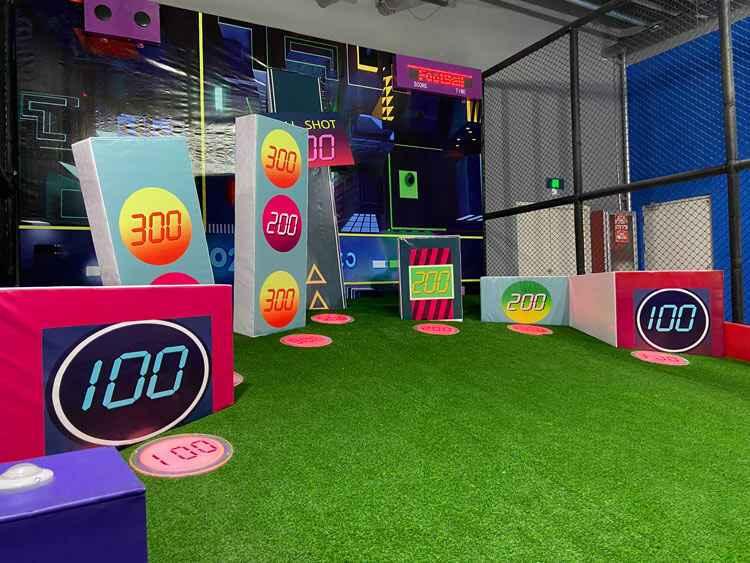 都市足球——让游客在游玩中学会踢球.jpg