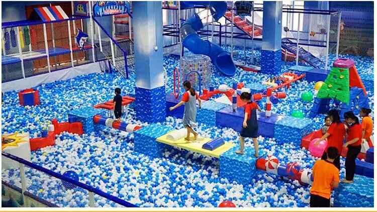 蹦床公园海洋球池.jpg