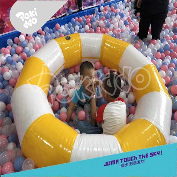 室内儿童乐园百万球池
