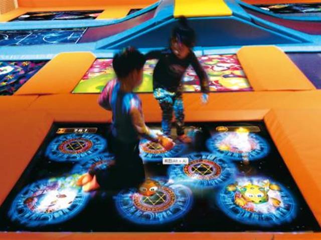 新型室内蹦床主题公园-互动蹦床投影