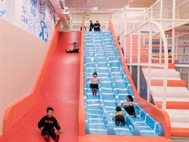 魔鬼滑梯厂家:魔鬼滑梯对乐园场地有哪些要求?