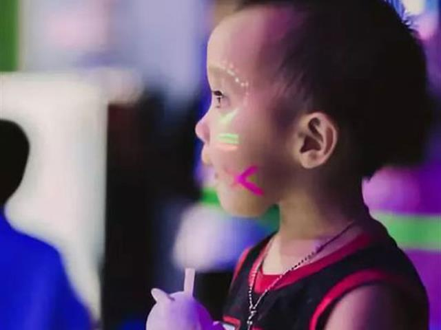 [苏州欢跳蹦床公园]蹦床馆荧光派对在苏州火了!——2021感恩节亲子专场