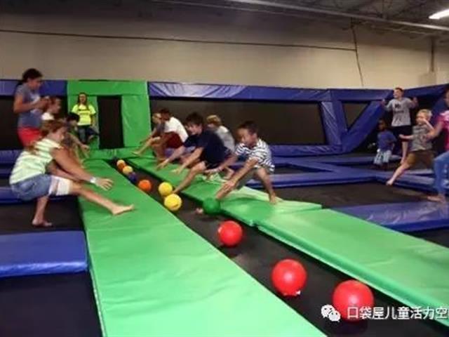 停不下来的室内蹦床公园互动躲避球