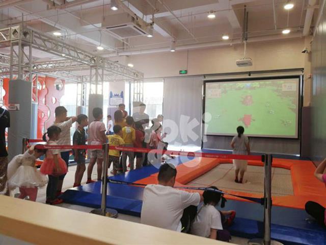口袋屋互动蹦床游戏微信跳一跳真人版,蹦床互动投影设备厂家打造