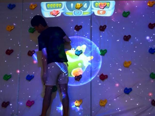 蹦床互动投影游戏,打造超高人气的蹦床公园