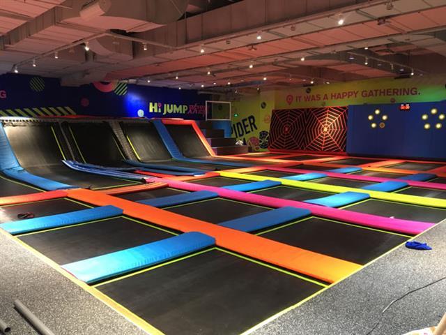 投资开一家蹦床馆,是选择蹦床公园品牌加盟好还是自己做?
