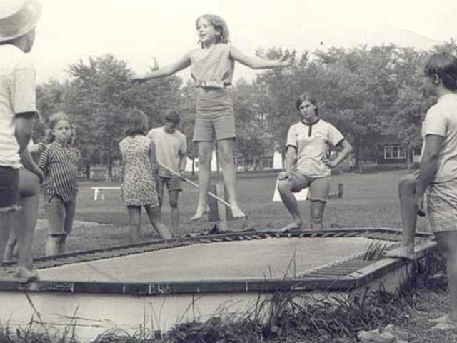 蹦床设备、蹦床运动的历史