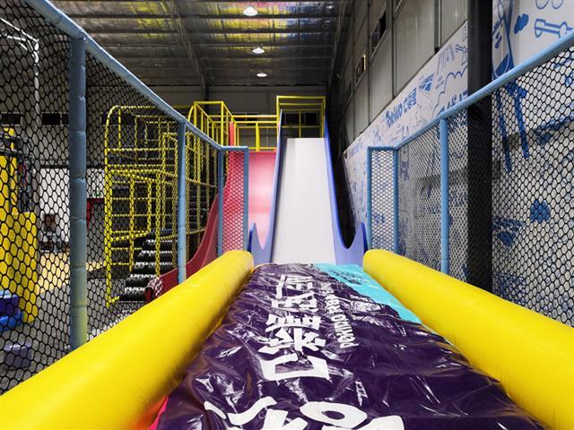 口袋屋游乐设备旱雪滑梯,运动探险乐园火爆好玩功能项目