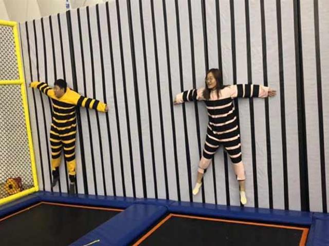 魔术贴网红蜘蛛墙,时尚新颖、有趣好玩的室内乐园游乐设备