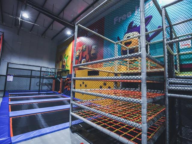 口袋屋网红蜘蛛塔,风靡网络的蹦床公园游乐设备