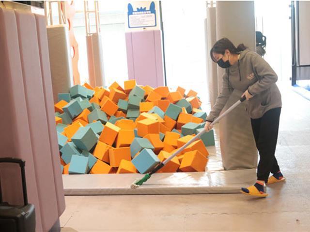 口袋屋游乐,如何对运动乐园中蹦床设备进行维修和保养