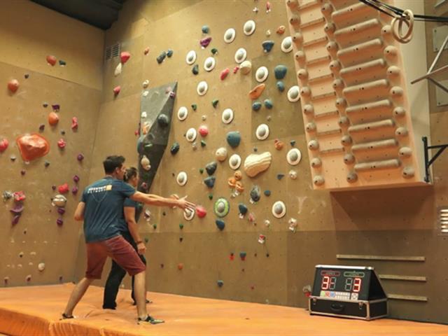 室内乐园智能运动竞技、娱乐设备,压感攀岩墙