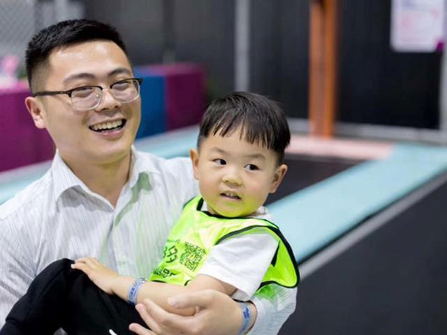 如何选择儿童蹦床设备厂家,购买儿童蹦床设备时有什么要注意的地方