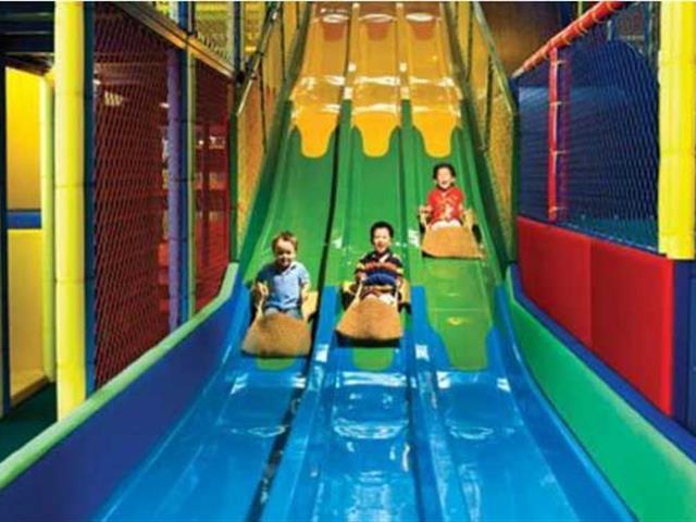 投资室内蹦床公园的成本是多少?