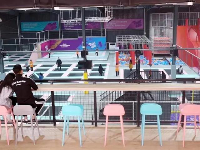 蹦床公园内有哪些设备,蹦床公园投资加盟需要多少钱?